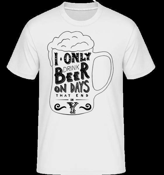 I Drink Beer -  Shirtinator Men's T-Shirt - White - Vorn