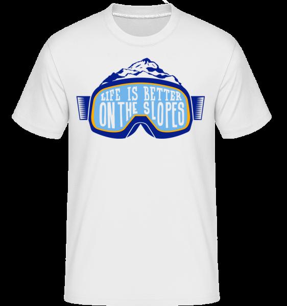 Life Is Better On The Slopes - Shirtinator Men's T-Shirt - White - Vorn